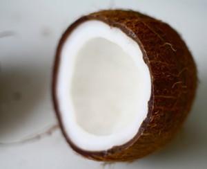 Oczyszczanie organizmu metodą płukania jamy ustnej olejem kokosowym
